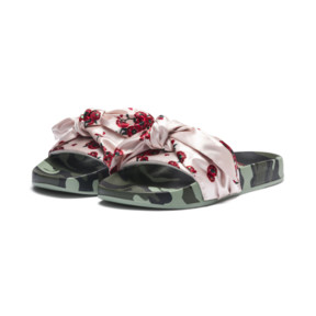 "Thumbnail 2 of PUMA x SUE TSAI ""Cherry Bombs"" Satin Damen Sandalen, Birch-Puma Black, medium"