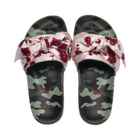 "Thumbnail 7 of PUMA x SUE TSAI ""Cherry Bombs"" Satin Damen Sandalen, Birch-Puma Black, medium"