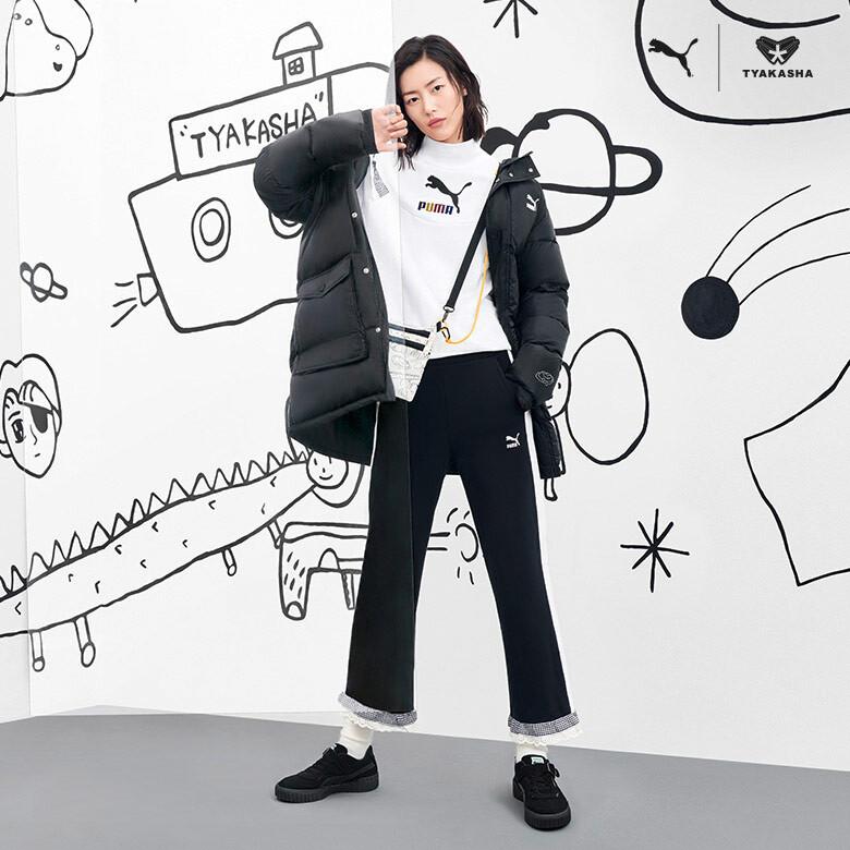 上海を拠点に置くファッションブランド「TYAKASHA」とのコラボレーション。モデルのリウ・ウェンが着こなします。